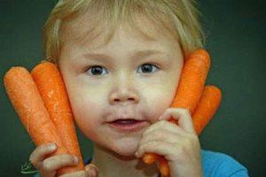 رنگ پوست این کودک با خوردن هویج نارنجی میشود + عکس