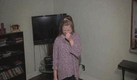دختری که هر 3 ثانیه عطسه میکند + عکس