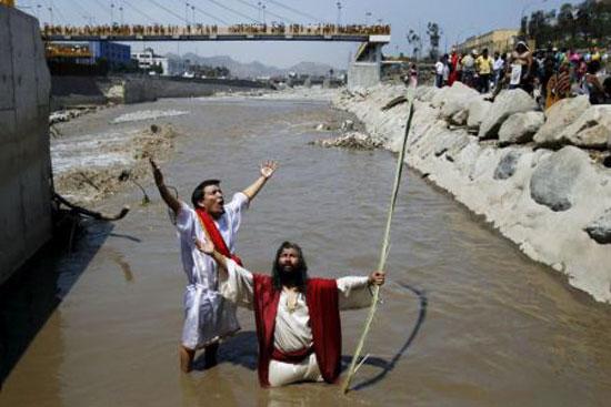به صلیب کشیدن رسم عجیب مسیحیان در جمعه روز نیک