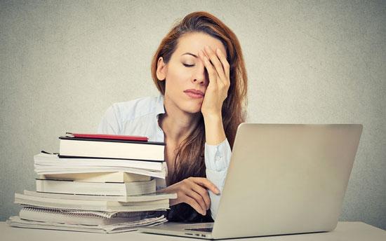 به چه دلایلی دائما احساس خستگی میکنیم + روش های درمان