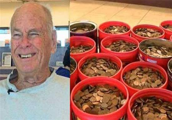مردی که 230 کیلوگرم سکه پس انداز کرد + عکس