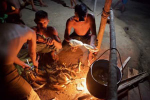 سوپ جادویی و عجیب استخوان انسان مرده غذای اصلی یانومامی ها + عکس