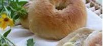 نان بیگل با کره بادام زمینی