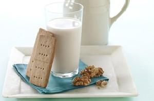 نوشیدن یک لیوان شیر در روز