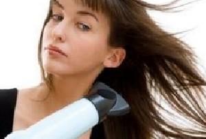 بهترین و بی ضررترین راه برای خشک کردن سر