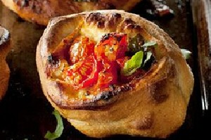طرز تهیه پیتزا رولی گوجه فرنگی