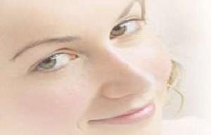 با آرایش ترک های پوستم را مخفی کنم
