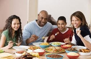 3 دلیل زود شام خوردن