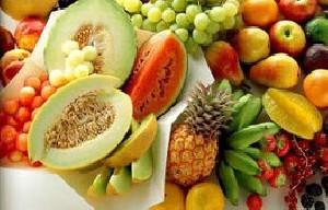 میوه را قبل از خوردن پوست بکنید