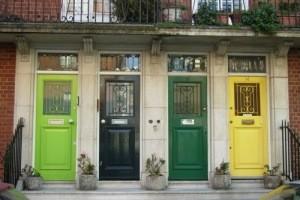 انتخاب رنگ مناسب و شیک برای درب منزل