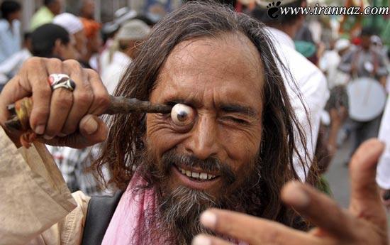 عکسهای ترسناک مراسم درآوردن چشم در هند (18+)