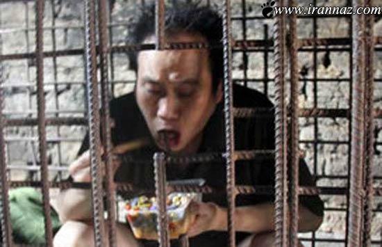 این مرد بینوا 11 سال در یک قفس زندگی کرده (عکس)