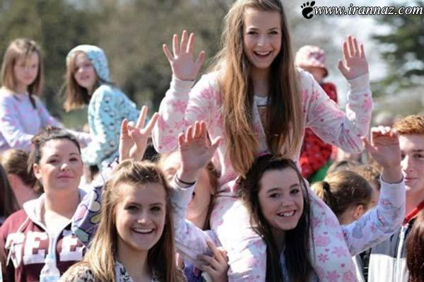 تجمع جالب 700 دختر باپیژامه های یک رنگ (عکس)