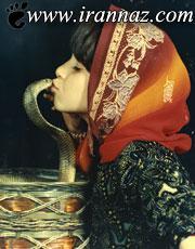 این دختر رکورد بوسیدن زبان مار را به ثبت رساند(عکس)