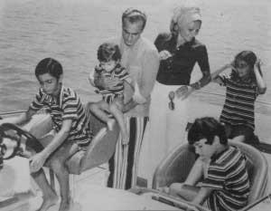 تفریحات خانواده پهلوی به وسیله قایق (عکس)