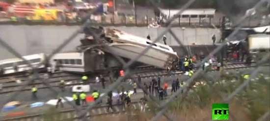 واژگون شدن  قطار مسافربری در شمال اسپانیا (عکس)