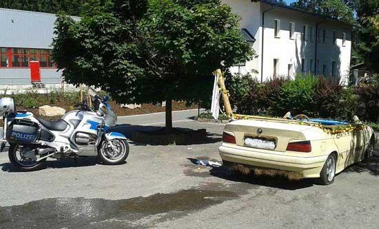 ماشینی با تجهیزات آب تنی (عکس)