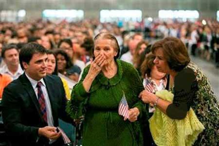 زن 99 ساله ای که موفق به کسب تابعیت آمریکا شده (عکس)
