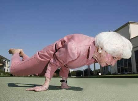 تا حالا مادر بزرگ به این باحالی دیده بودید؟ (عکس)