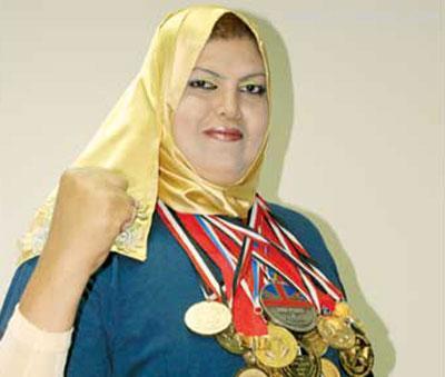 قویترین زن دنیا که به بلدوزر معروف شده است! (عکس)