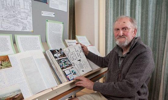 اعتیاد بسیار جالب و خواندنی این پیرمرد (عکس)