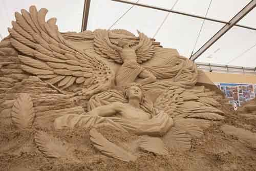 عکس های زیبا و شگفت انگیز از مجسمه های شنی