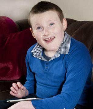 بیماری بسیار عجیب و غریب این پسر 11 ساله (عکس)