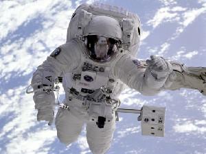 فضانوردان چگونه مشق فرزندان خود را تصحیح می کنند