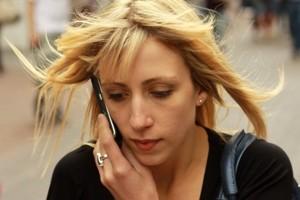 وقتی با موبایل صحبت میکنید میتوانید مستقیم راه بروید!؟