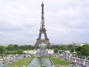 برج پیفل برای رقابت با ایفل ساخته میشود!