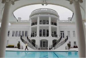 خانه زیبا و عجیب یک ایرانی در آمریکا!!