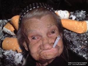سیصد میلیون دلار غرامت پیرزن سیگاری!