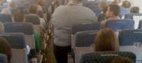 سوژه شدن مسافر چاقی که روی صندلی هواپیما جا نشد!