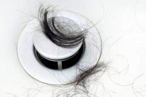 عوامل ریزش موی خانمها و راههای درمان آن
