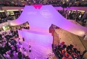 بزرگترین لباس دنیا، 17 متر طول، 400 کیلو وزن!