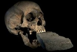 راز قرار دادن سنگ داخل دهان ساحره ونیزی