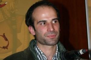 گوینده معروف رادیو، ایران را ترک کرد !