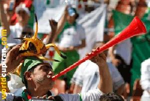 شیپورهای یک متری معضل جدید جام جهانی 2010