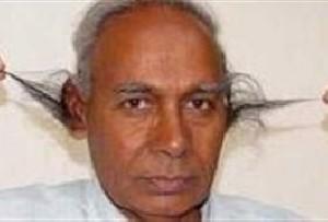 مردی که موهای گوشش 25سانتیمتر شدهاند!!,mostafa671.mihanblog.com