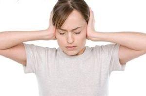 با وزوز گوش چه کنیم؟ (+راه درمان)