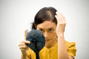 دلایل ریزش مو در زنان و دختران