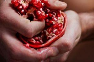 آب این میوه خون ساز و باز کننده رنگ صورت