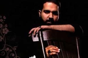 رضا صادقی ، خواننده مشکی پوش از ایران میرود