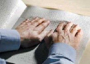 ابداع كلاهی الكترونیك برای راهنمایی نابینایان
