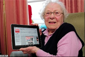 مادر بزرگ 103 ساله همیشه آنلاین !!