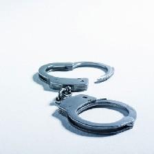 دستگیری پزشک بد نام موقع عمل ترمیم پرده بکارت!