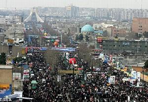 توزیع عکس های یک دختر در راهپیمایی روز 22 بهمن