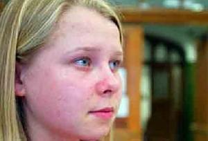 دختری بسیار عجیب با چشمان اشعه ایکس