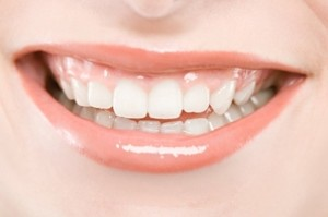 چگونه دندان هایمان را در کوتاه مدت سفید کنیم ؟