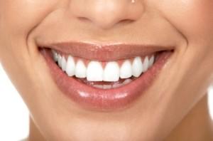 چگونه دندانهایی سفید و برفی داشته باشیم؟